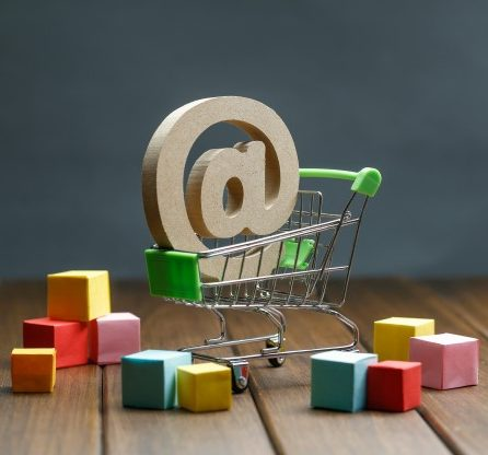 wooden-symbol-shopping-cart-online-shopping-concept_1387-883